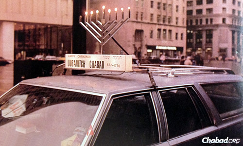 In Chicago (1987), this station wagon also sports a light-up sign.