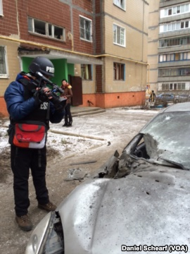 Damage from an artillery attack is seen in a residential area of Kramatorsk, Feb. 10, 2015. Photo Voice of America.