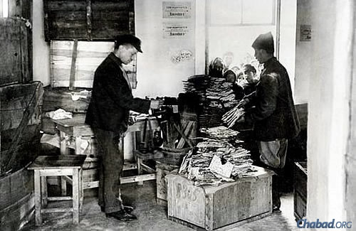 Workers distributing matzah baked in Kharkov, Ukraine, circa 1923. In the early 1920s, the American Jewish Joint Distribution Committee subsidized the purchase of kosher flour for the baking of matzahs throughout the Soviet Union. Although it is unknown where this photo was taken, a central distribution point for matzahs in those years was the Lubavitch Synagogue on Meshchansky Street in Kharkov, which existed until the Nazi invasion in late 1941 and was the site of the murder of some 400 Jews by the Nazis. Photo courtesy JDC Archives.