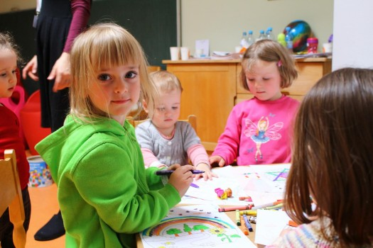 The younger set gets creative at Limmud Germany 2015; photo by Yuri Sokolov.