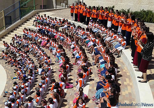 Preparing for a photo of Chabad summer day campers in the Har Homa neighborhood of Jerusalem; courtesy Chabad.org/News.