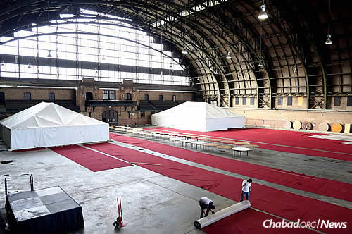 The Union-Bedford Armory - the venue for the Kinus workshops, general sessions and Shabbat meal - gets transformed into an elegantly designed conference center, as does the South Brooklyn Marine Terminal, the site of the Sunday-night gala dinner; photo by Mendel Benhamou. Kinus.com.