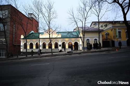 The classically-designed structure houses a synagogue, a Jewish school, study rooms, a mikvah, religious library, charity center, and more. Photo courtesy Chabad.org/News.