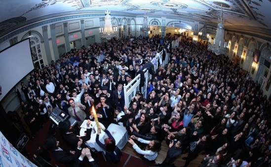 In October 2015 in New York, havdalah takes place at the conclusion of Shabbat during the international Shabbaton program of Chabad on Campus. The weekend event drew more than 1,000 students. Credit: Bentzi Sasson - Chabad.edu.