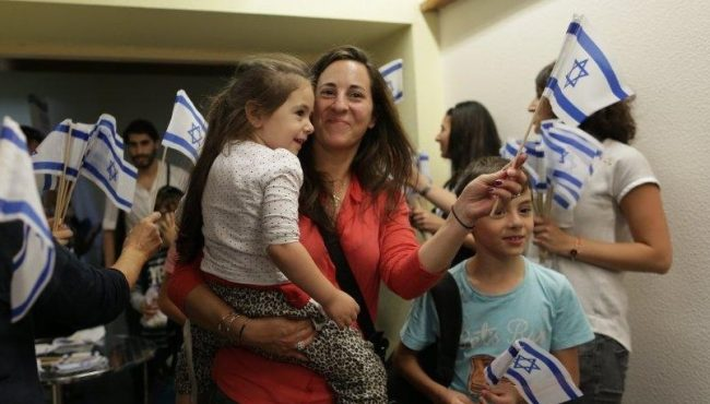 French olim arrive in Tel Aviv, July 28, 2015; photo credit: Jewish Agency/Zed Films.