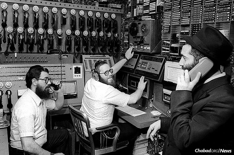 (l-r): Rabbis Chaim Boruch Halberstam, Yosef Yitzchak (Y.Y.) Kazen and Yonasan Hackner hard at work in WLCC, Nov. 27, 1980 (Photo: JEM/The Living Archive)