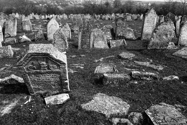 Pidhaitsi, Jewish cemetery, April 2013; photo by Christian Hermann.